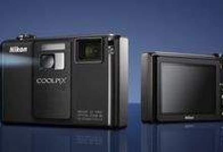 Nikon lanseaza in septembrie primul aparat foto cu proiector incorporat