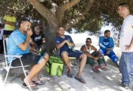Israelienii privesc de pe dealuri bombardarea Fasiei Gaza cu bere, chipsuri si selfie-uri
