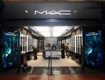 Primul magazin de cosmetice...
