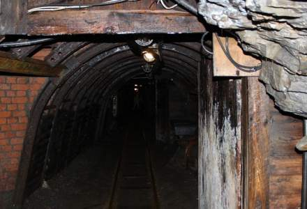 Minerii de la exploatările de uraniu din Crucea şi Botuşana protestează
