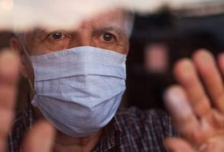 Studiu: Persoanele de peste 65 de ani prezintă un risc mai ridicat de reinfectare cu COVID-19