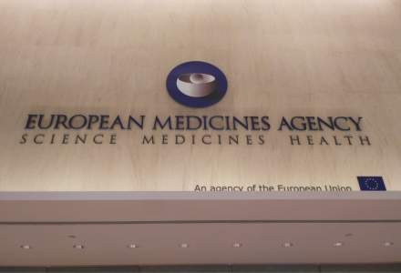 EMA: Vaccinul AstraZeneca e sigur, dar nu putem exclude faptul că ar putea produce cheaguri de sânge
