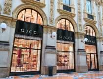 Gucci lansează o pereche de...