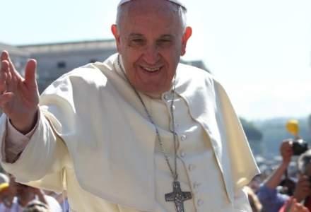 Papa Francisc taie salariile cardinalilor din cauza pandemiei