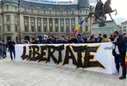 Proteste la Universitate și în Piața Victoriei împotriva restricțiilor anti-COVID