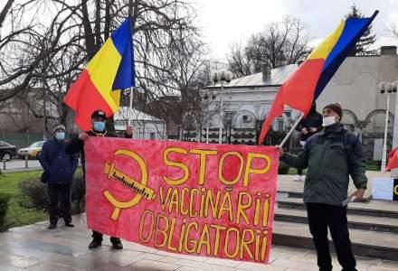 Proteste împotriva restricțiilor și la Galați: protestatarii au mers în fața Spitalului Județean