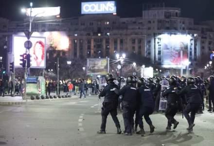 Jandarmeria Română: Protestatarii au devenit violenți, 12 jandarmi au fost răniți