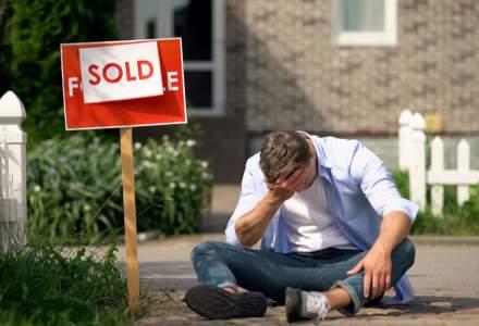 Piața imobiliară din SUA, într-o nouă criză: Proprietarii își evacuează chiriașii pentru a-și putea vinde proprietățile