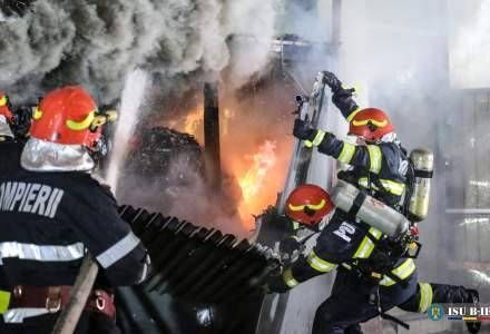Incendiu în Ferentari: 12 autospeciale au fost la fața locului