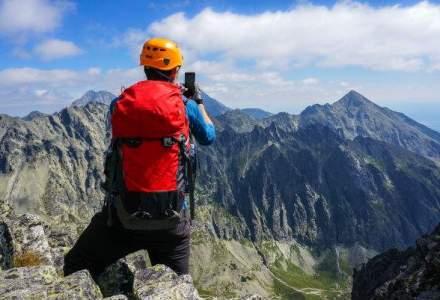 Sapte gadget-uri utile pentru pasionatii de munte: de la bratari inteligente la harti electronice