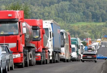Cozi uriașe de mașini la intrarea în Cernica. Sute de oamenii vor să ajungă la pelerinaj, dar localitatea e în carantină