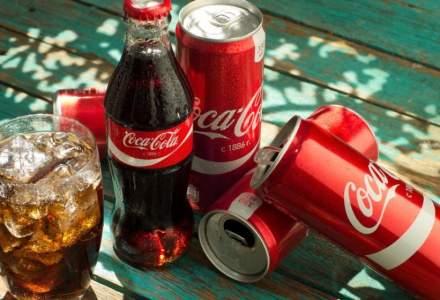 Coca-Cola vrea să înlocuiască folia de plastic pentru baxurile de doze cu ambalaje din carton biodegradabil