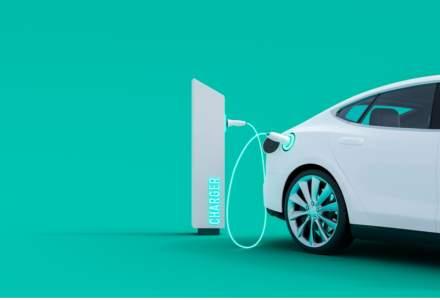 Curtea de Conturi Europeană: UE trebuie să instaleze mai repede stații de încărcare pentru mașini electrice