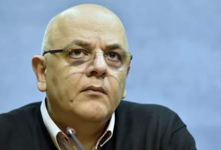 Raed Arafat îi răspunde Andreeei Moldovan: Grupul tehnico-științific nu ia decizii de la sine și le execută, ci le propune CNSU spre aprobare