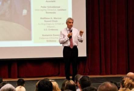 Scoala Americana Internationala din Bucuresti are un nou director, dr. Robert Brindley