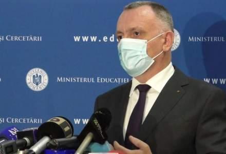 """Ministrul Educației promite digitalizarea educației: """"Elevii vor avea ghiozdane mai ușoare"""""""
