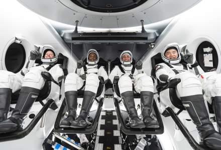 Cei patru astronauţi din cadrul misiunii Crew-1 a SpaceX au revenit pe Pământ