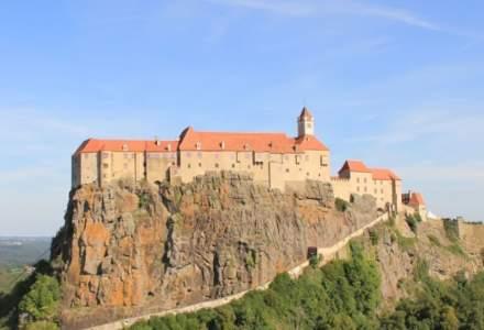 Românii au bombardat cu review-uri negative castelul prințului care l-a împușcat pe ursul Arthur