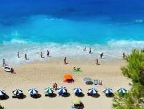 Grecia redeschide plajele...