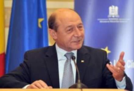 Presedintele Basescu participa la summit-ul NATO din Marea Britanie