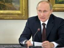 Putin a aprins o lumanare in...