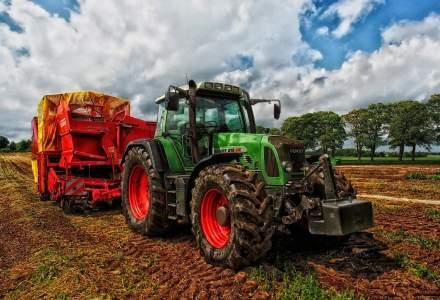 Protest la Parlament: fermierii vin cu tractoarele la Palat