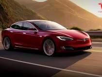 Mii de mașini Tesla, chemate...