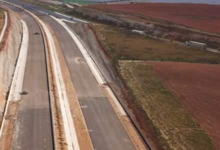 """Spania construiește o autostradă """"minune"""" din cenușă de hârtie"""