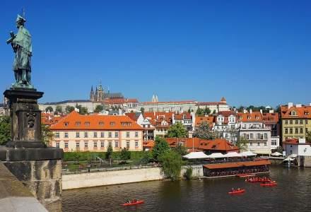 Peste 100 de turiștii au fost obligați să se retesteze COVID pe aeroportul din Praga