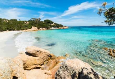 Zeci de turiști amendați în Italia după ce au furat 100 kg de nisip și scoici