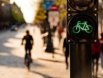 O bicicletă electrică în...