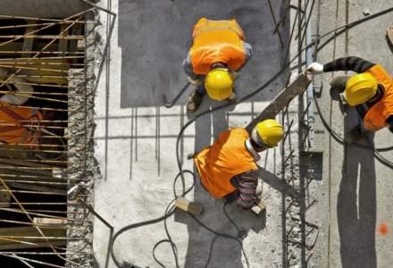 Guvernul pune la bătaie un buget de 2,2 miliarde de euro pentru renovarea clădirilor