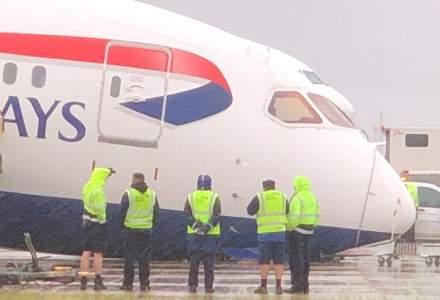 """Un avion Dreamliner 787 al British Airways a ajuns cu """"nasul"""" în asfalt, pe Aeroportul Heathrow"""