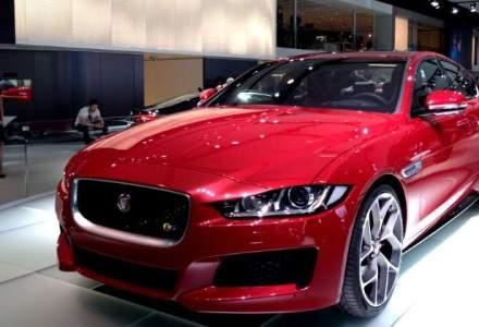 Paris 2014: Jaguar a pus in scena un sedan XE rosu, model dedicat femeilor si tinerilor