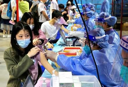 China a administrat peste 1 miliard de doze de vaccin