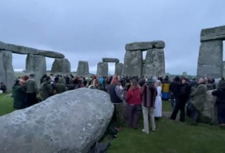 Britanicii au luat cu asalt Monumentul de la Stonehenge pentru a sărbători solstițiul