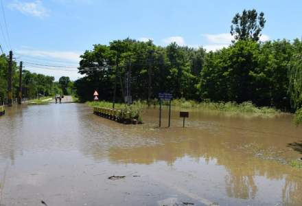 Guvernul vrea să acorde 5 milioane de lei, ajutoare de urgență pentru cei afectați de inundații