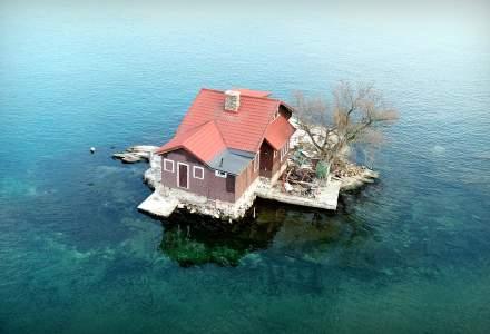 FOTO | O casă cât o insulă! Top 5 case care ocupă o insulă întreagă!
