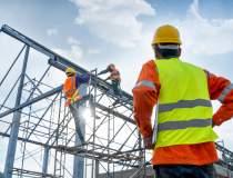 INS: Construcțiile, comerțul...