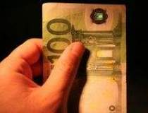 Euro depaseste pragul de 1,5...