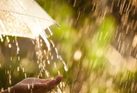 ANM: Cod galben de ploi torențiale și grindină. Harta județelor afectate