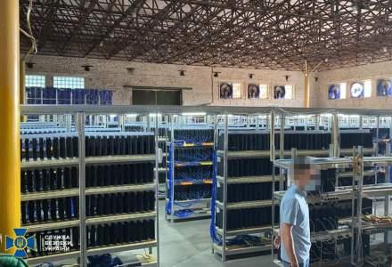 Furau curent pentru a face bitcoin: 5.000 de calculatoare și 3.800 de PlayStation-uri confiscate