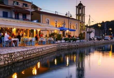 Noi reguli în Grecia: turiștii vor putea intra în restaurante doar cu adeverință de vaccin sau test rapid