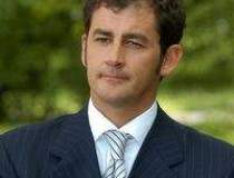 Un italian preia conducerea...