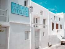 Insula Mykonos, din poziţia...