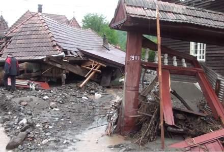 FOTO | Efectele inundațiilor în România: case distruse și drumuri blocate
