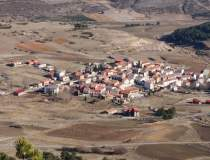 Spania pune la bătaie case...