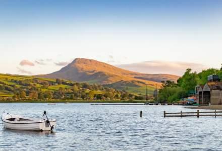 Influența unui turist nemulțumit: un lac natural, cotat cu două stele pentru că nu era McDonald`s în zonă