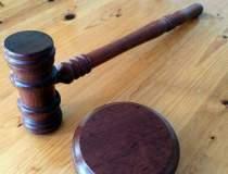 Le Monde: Justitia ii face pe...