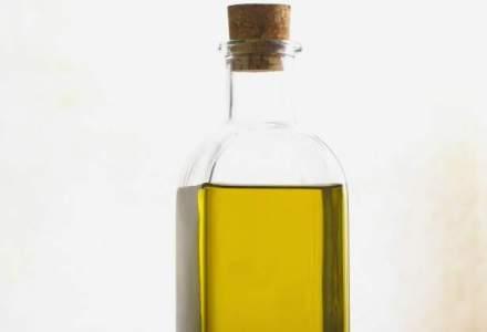 El este Uleiosul, fostul corporatist care colecteaza ulei cu cargobicicleta